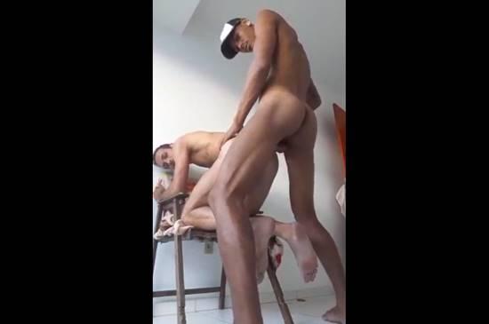 Homem casado dando o rabo pro moreno